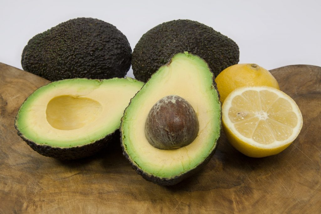Avocado halves with lemon