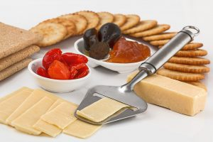 Cheese and crackers with peppers