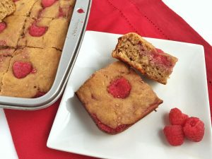 Peanut butter raspberry squares for breakfast! Yes! These and more PB recipes at www.eatrightmama.com