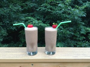 Chocolate smoothie recipe from PCOS nutrition. More at www.eatrightmama.com