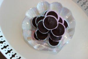 Make your own healthy peanut butter cups by NutritionbyNazima. More Healthy Nut recipes at www.eatrightmama.com