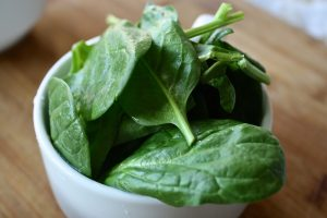 Spinach and other leafy greens are so good for #pregnancy! Here's why: bit.ly/2EBIDj9